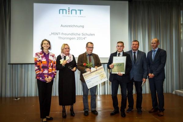 """Das Böllgymnasium wird mit dem Titel """"MINT-freundliche Schule 2014"""" ausgezeichnet."""
